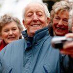 Più felici a 70 che a 20: da anziani si vive meglio