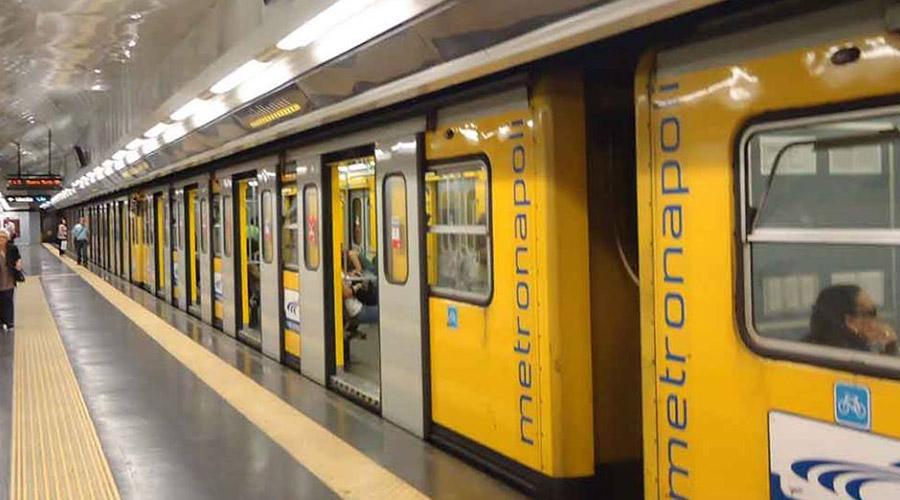 """Anm, Linea 1 tra disagi e disservizi. L'ira dei passeggeri: """"Non vi vergognate?"""""""