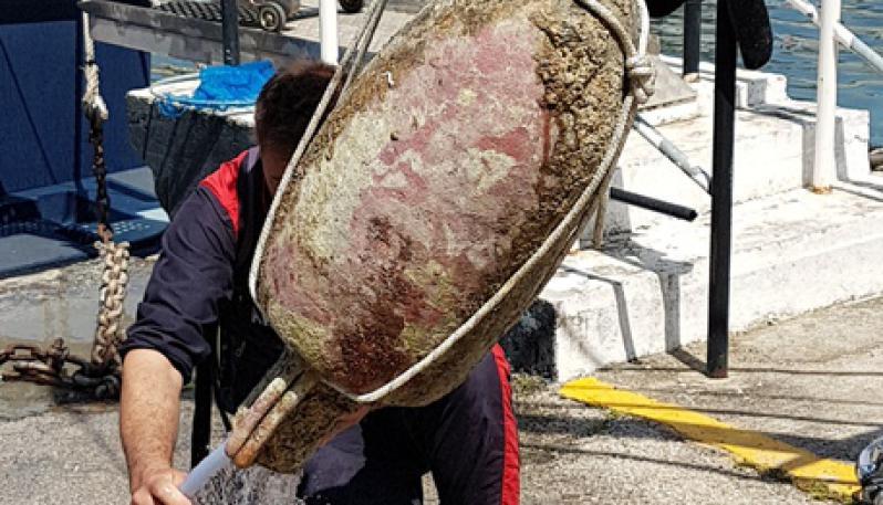 Clamoroso: ritrovata un'antica anfora romana nel mare di Napoli