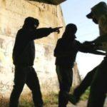 Baby gang, rissa tra due gruppi: due accoltellati