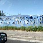 «Ci scansiamo… ma dalla vostra puzza», la scritta razzista apparsa a Firenze