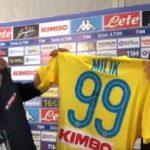 Video - Edo de Laurentiis dona la maglia 99 di Milik a Sky
