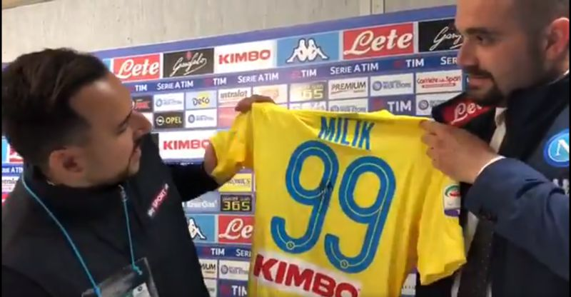 Video – Edo de Laurentiis dona la maglia 99 di Milik a Sky