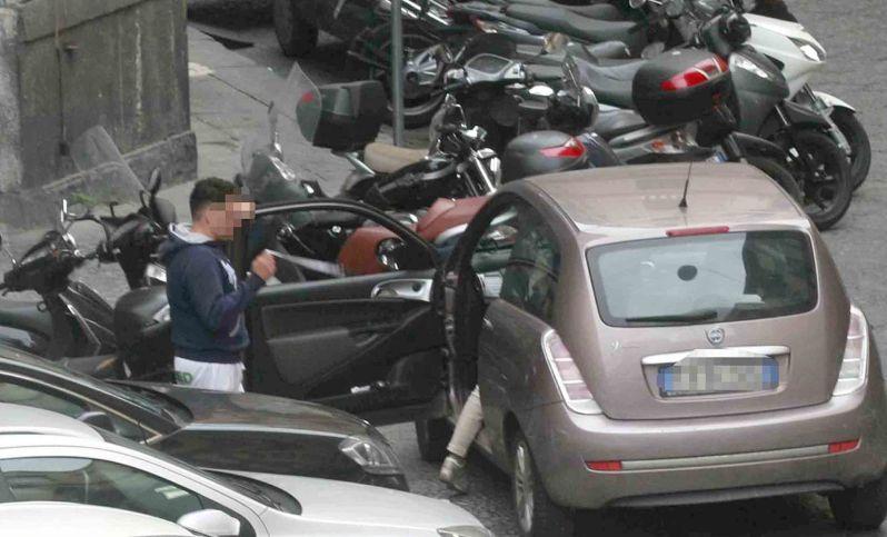 parcheggiatori abusivi, protesta, spari lungomare