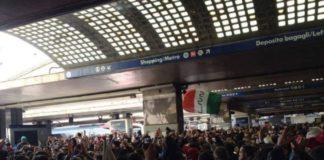 delirio alla stazione di napoli, tifosi, fiorentina-juventus