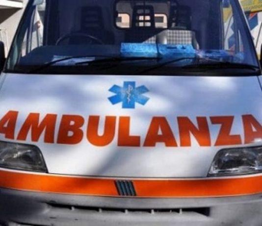 ennesima violenza, raid contro ambulanza, napoli