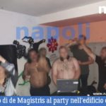 (Video) De Magistris al party dei centri sociali nell'edificio occupato di via Mezzocannone