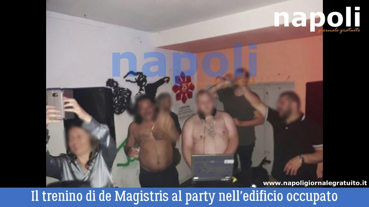 (Video) De Magistris al party dei centri sociali nell'edificio occupato di via Mezzocannone