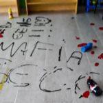 """Scampia, scuola vandalizzata e sul pavimento scrivono """"Mafia"""""""