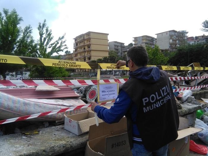 Napoli, discarica abusiva nell'oasi del WWF