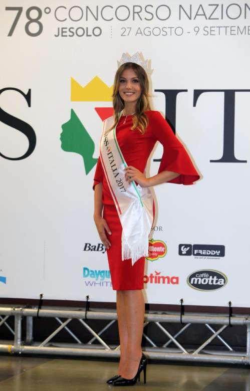 Miss Italia a Napoli per i territori del sisma