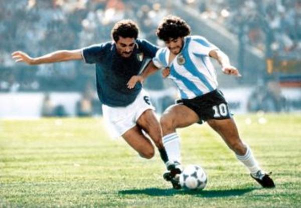 Higuain, Dybala e il paragone Diego-Messi. Così Napoli non fa più il tifo per l'Argentina