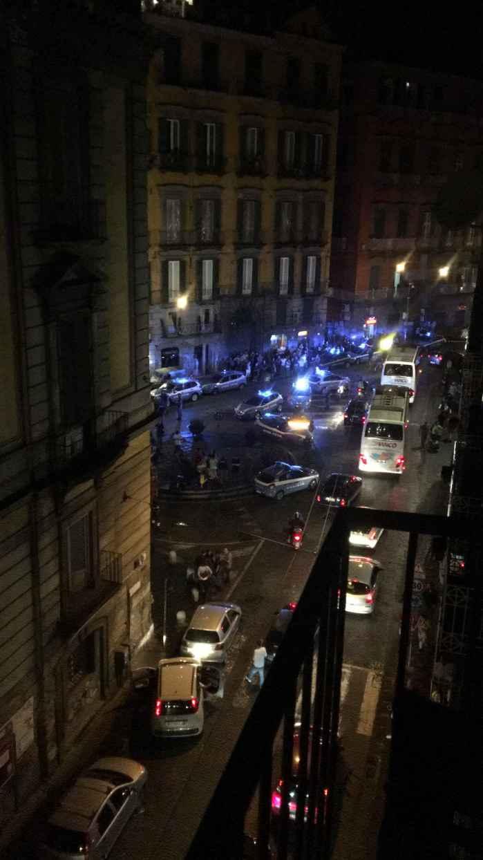 (Video) Napoli, violenta esplosione in via Toledo