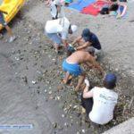 """Spiagge di Napoli maltrattate dai bagnanti. Pulizia e recupero ormai arrivano """"dal basso"""""""