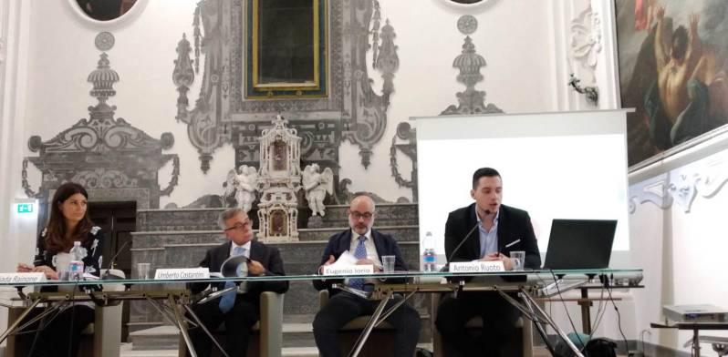 Italiani in balia del web tra fake news e nuove malattie da overdose di social network