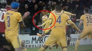 Cagliari- Juventus - Fallodi mano di Bernardeschi