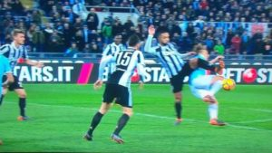 Lazio Juventus - Benatia travolge Leiva