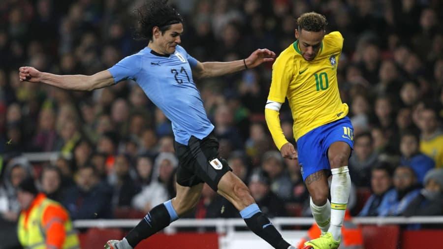 Scontro traCavani e Neymar nella partita Brasile Uruguay