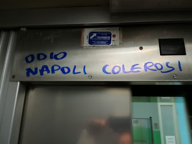 """""""Odio Napoli, colerosi"""", la scritta all'ospedale di Udine"""