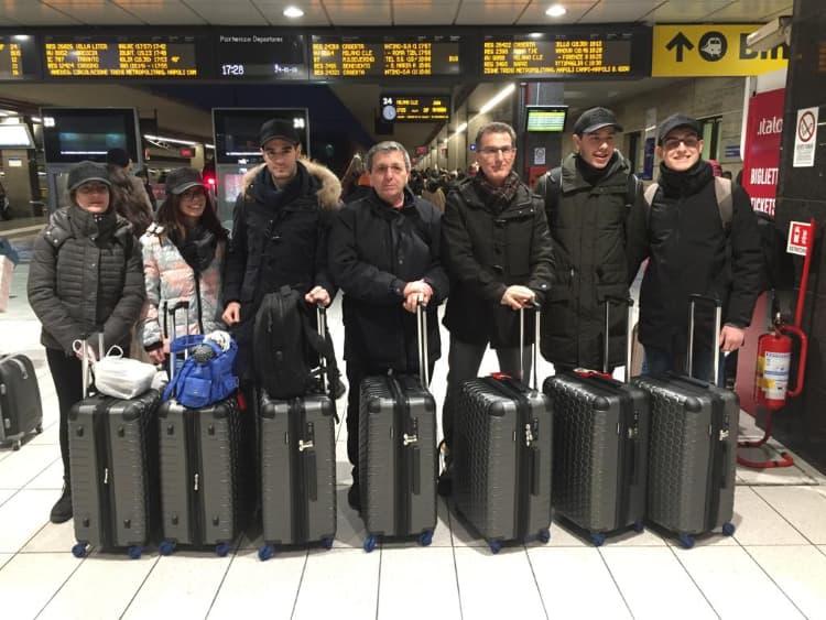 La partenza del Team del Righi da Napoli centrale alla volta di Fiumicino - missione zero robotics