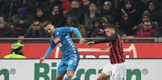 Arkadiusz Milik a San Siro contrastato da Davide Calabria nel match contro il Milan (sscnapoli.it)