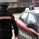 Rapinano un minorenne ma la fuga insospettisce i carabinieri che li arrestano