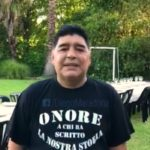 (Video) Maradona non dimentica Napoli. Gli auguri con la maglia che gli hanno regalato i tifosi azzurri