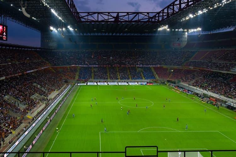 Milan – Napoli: cori contro napoletani, striscione per ultrà morto