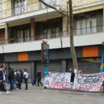 """Vomero, sit-in di protesta degli ex dipendenti Trony: """"Buttati fuori a Natale"""""""