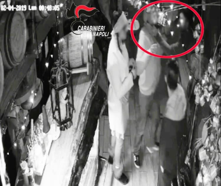 Centro storico, 38enne molesta e palpeggia una ragazza e aggredisce i Carabinieri