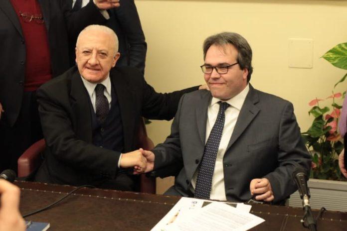 NeMO, centro per le malattie neurodegenerative- sinistra il presidente della Regione Campania Vincenzo de Luca, a destra il presidente del Centro Clinico Nemo, Alberto Fontana
