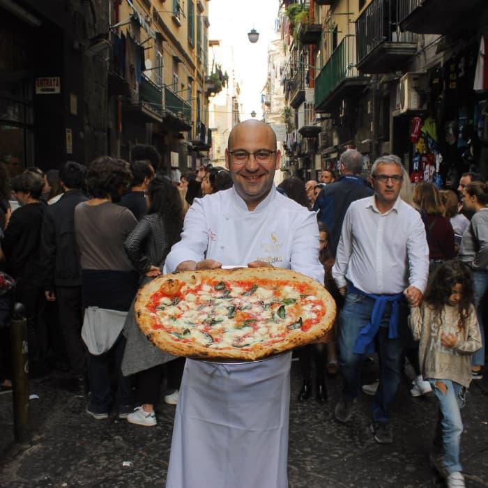Tribunali, colpi d'arma da fuoco contro la storica pizzeria Di Matteo