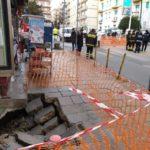 Vomero, voragine sul marciapiede in piazza Leonardo