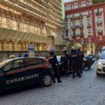 Paura a Chiaia: una donna non si ferma all'Alt. I carabinieri la inseguono