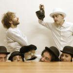 """Al Tram """"Le follie di don Fausto"""": in scena si gioca con la teatro-terapia"""