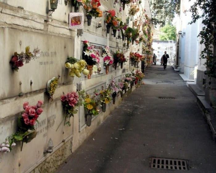 Illuminazione votiva al cimitero: le modalità di pagamento per la quota annuale