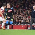 Il Napoli si presenta con un'ora di ritardo all'Emirates Stadium e incassa una brutta sconfitta