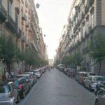 Napoli, in via Duomo crolla un cornicione: morto un commerciante