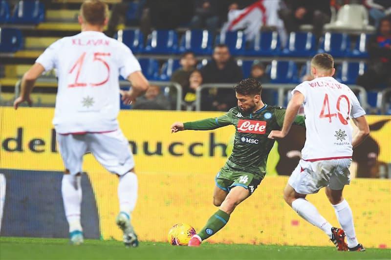 Dries Mertens segna il gol vittoria a Cagliari
