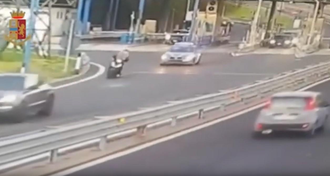 – (VIDEO) – Fugge all'alt della Polizia, Honda Sh contromano sulla Tangenziale di Napoli