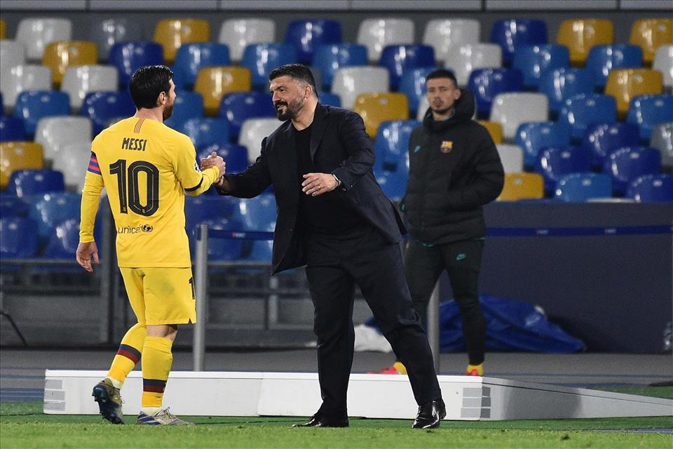 Rino Gattuso con Leo Messi durante Napoli-Barcellona