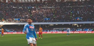 Dries Mertens esulta dopo il gol di Milik contro il Lecce