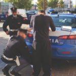 Stretta sui parcheggiatori abusivi: forze dell'ordine in strada contro la piaga