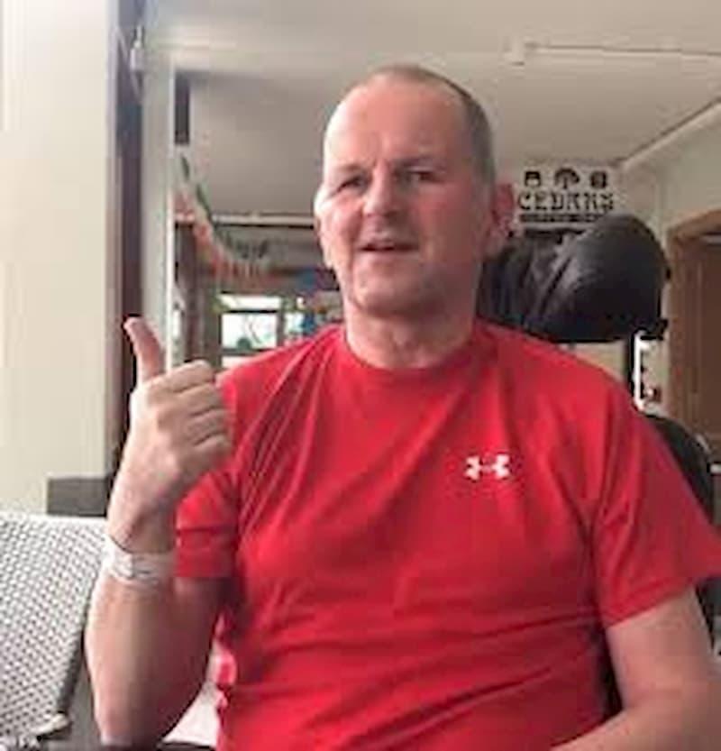 Sean Cox sulla sedia a rotelle, i tifosi della Roma inneggiano al suo aggressore