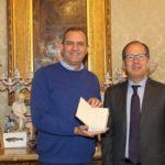 I doni di Macron al sindaco de Magistris