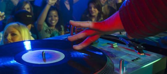 Napoli, festa in un b&b al Centro Storico: nove sanzioni