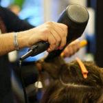 Rione Villa, parrucchiere aperto nonostante i divieti: sanzionato titolare e clienti