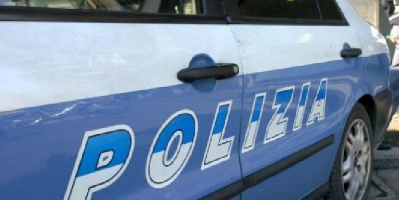 Via Foria, rubano una bicicletta elettrica e nella fuga investono un poliziotto: arrestati