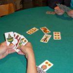 Controlli anti-contagio, giocavano a carte in un circolo ricreativo: 5 denunce a Volla