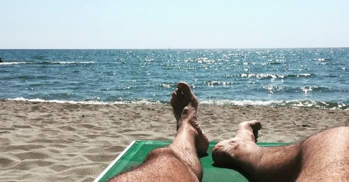 Posillipo, in spiaggia a prendere il sole e mangiare: sanzionati